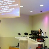 Lisa sang at Parola di Vita Church and the words were shown in Italian on the screen.